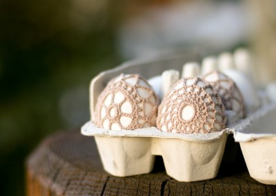 Crochet-covered Easter Eggs by Flax and Twine